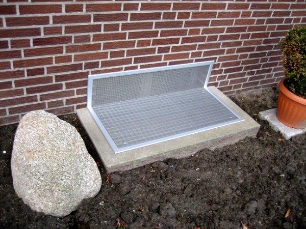Lichtschachtabdeckung für Schächte mit Fensterausschnitt Streckmetall