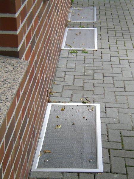 Lichtschachtabdeckung für Schächte an der Wandseite Streckmetall